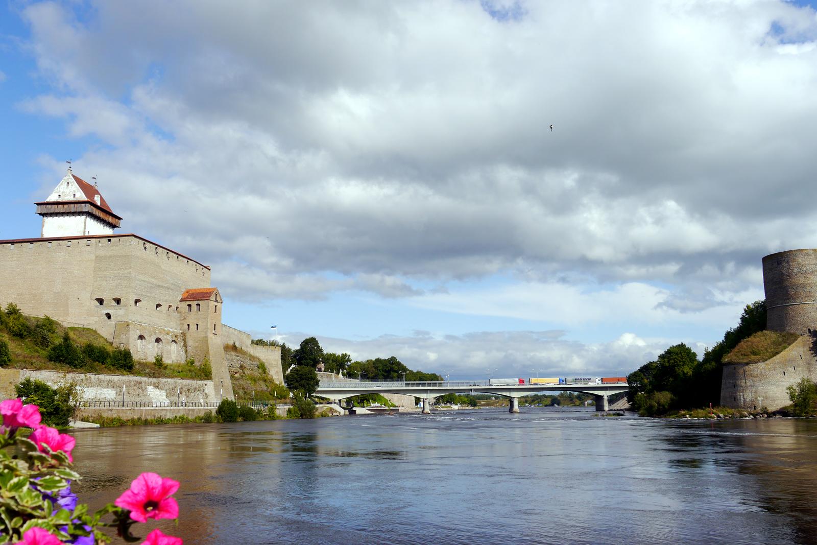 Narva in Estland und Iwangorod in Russland