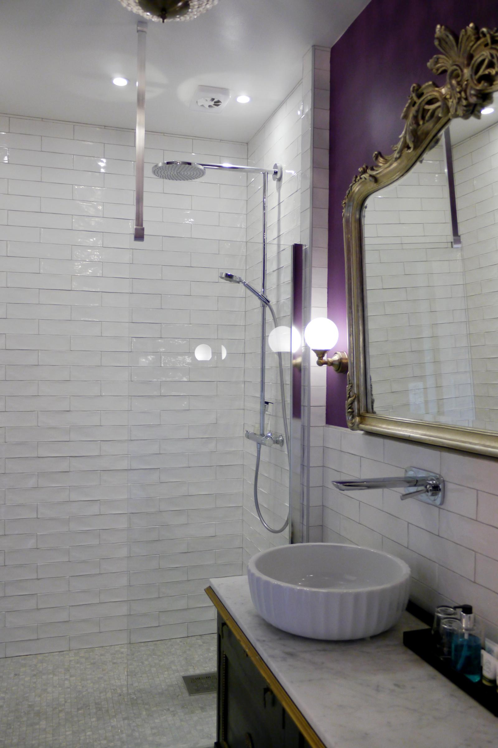 Das Bad meines Zimmers im Grenna Hotell.
