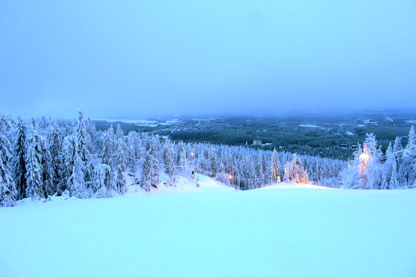 abfahrtski-vuokatti-finnland-piste-winter
