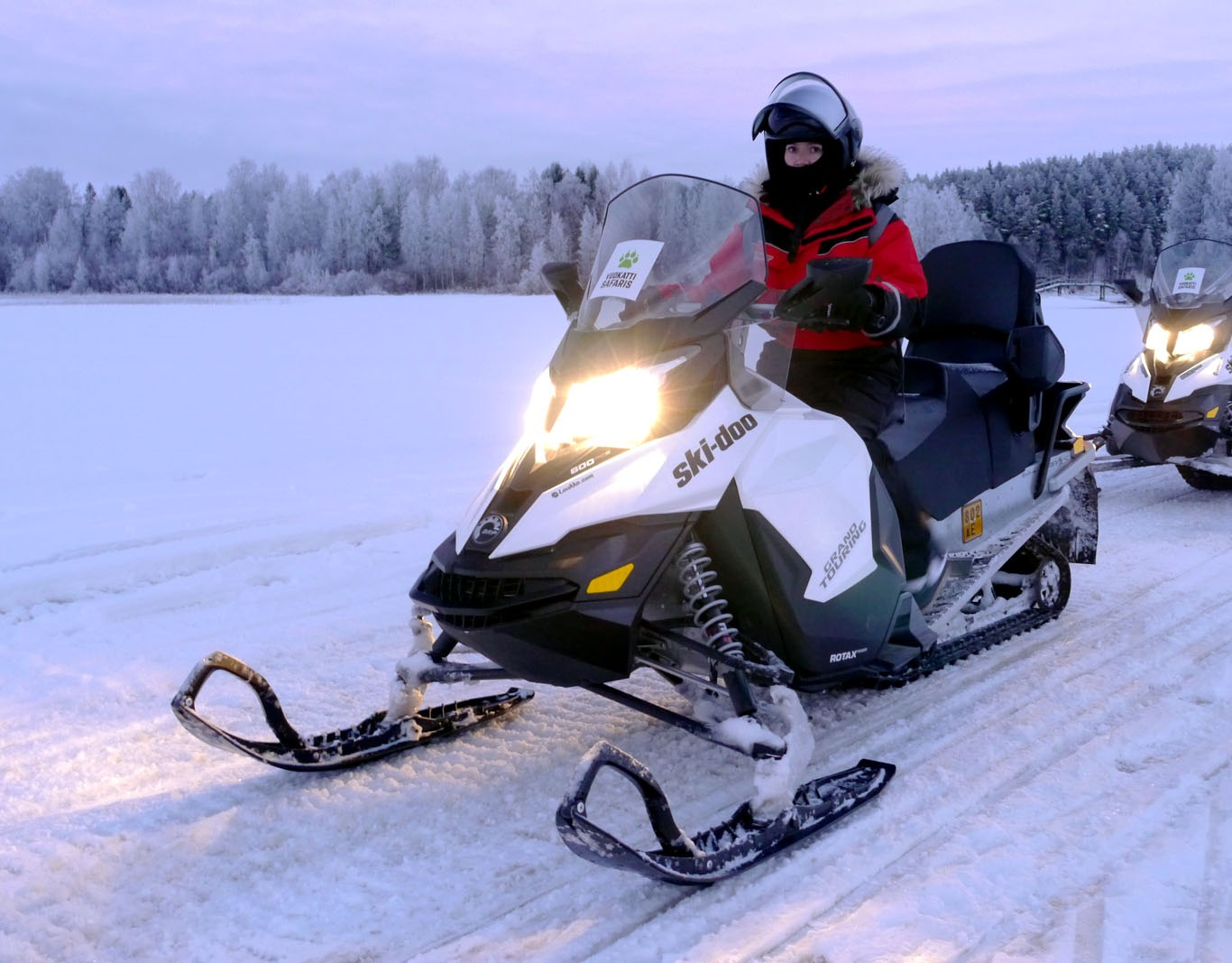 vuokatti-finnland-winter-schneemobil tour-snowmobile-2