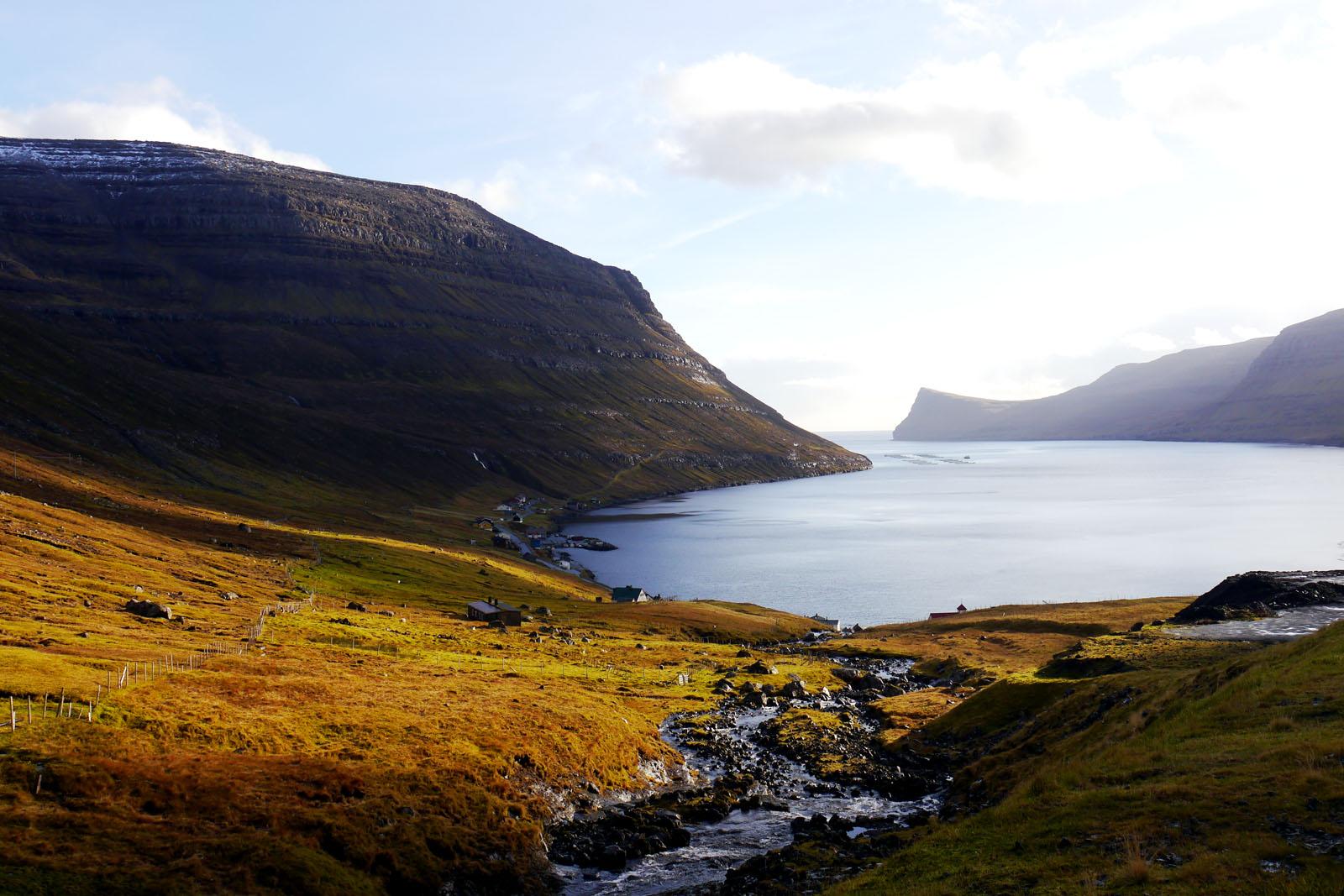 Bordoy, Faroer Inseln, Fjord und Berge