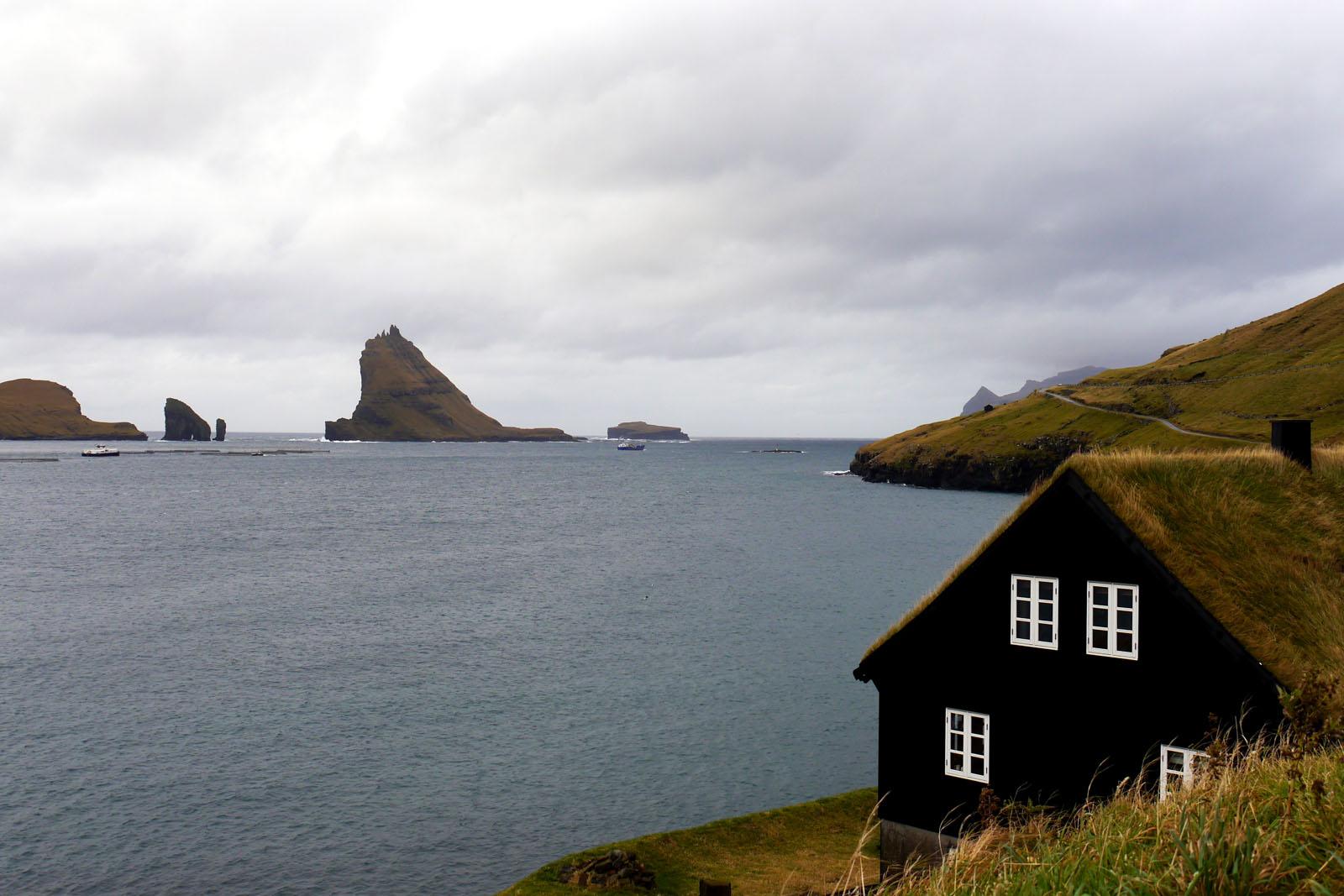 Bour-Faroer Inseln-Haus mit Grasdach-Vagar-Tindholmur
