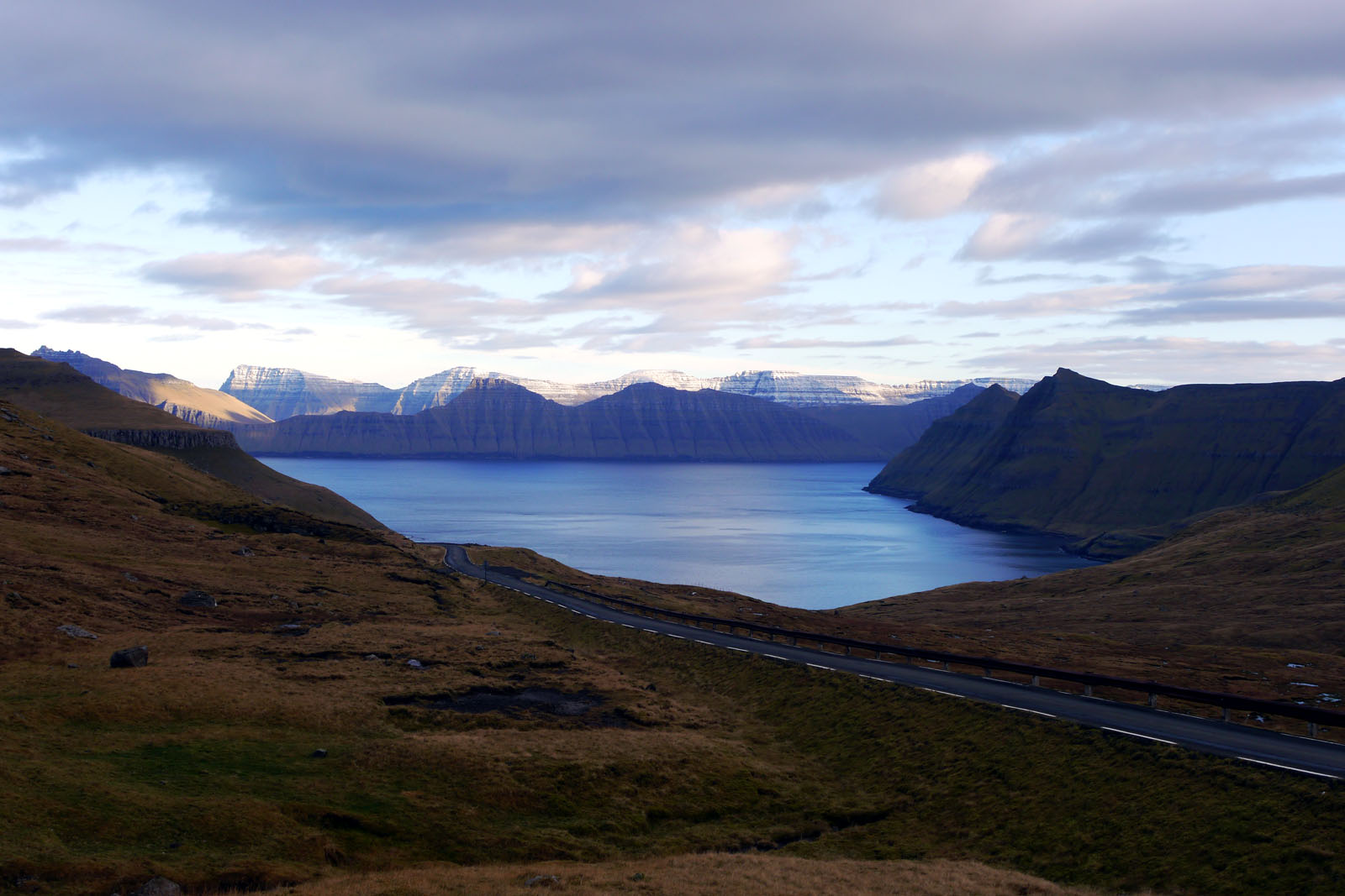Eysturoy-Faroer Inseln-Berge-Meer-Karlsoy-Kunoy
