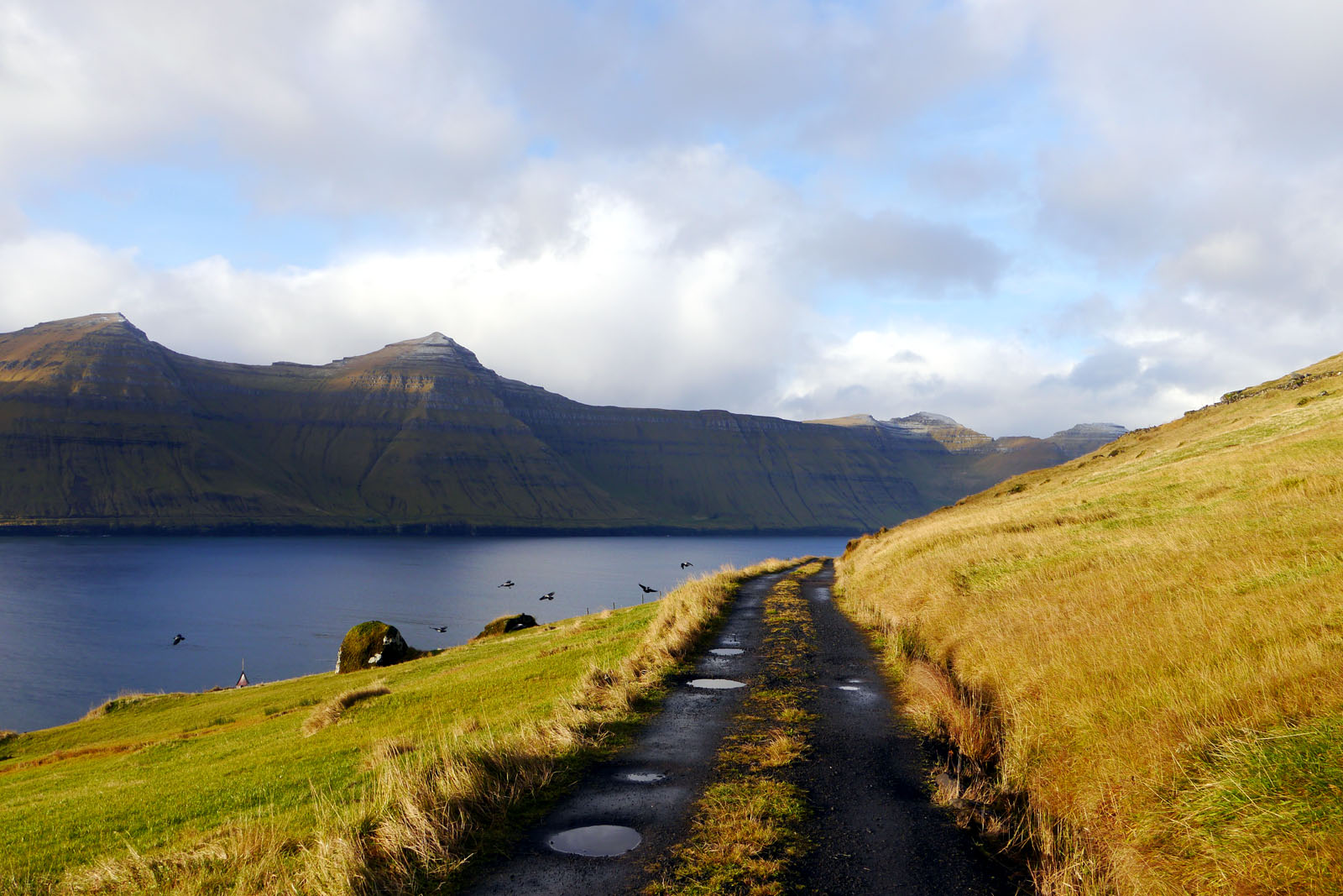 Kunoy-Faroer Inseln-Berge-Fjord