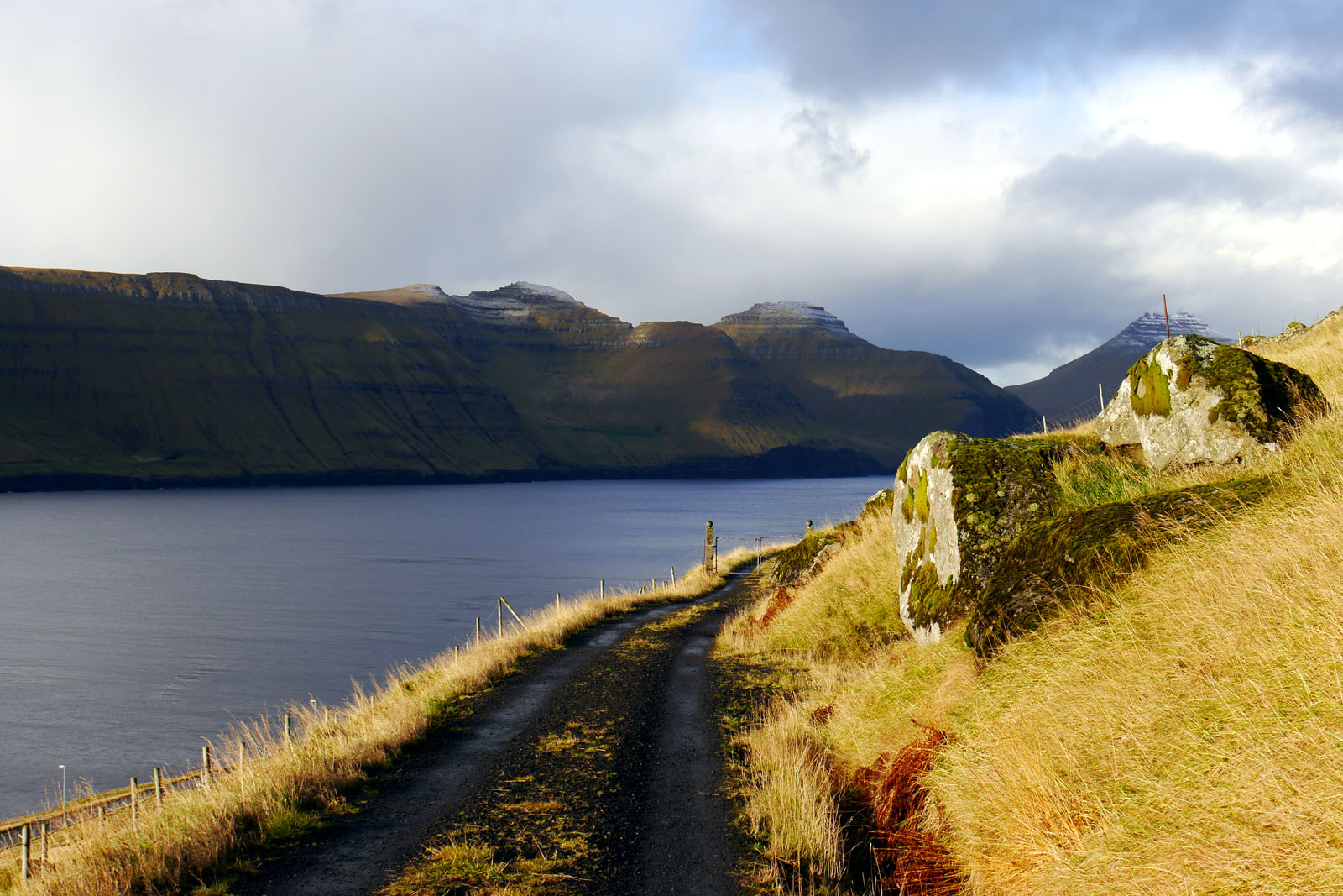 Kunoy-Faroer Inseln-Berge-Fjord-4