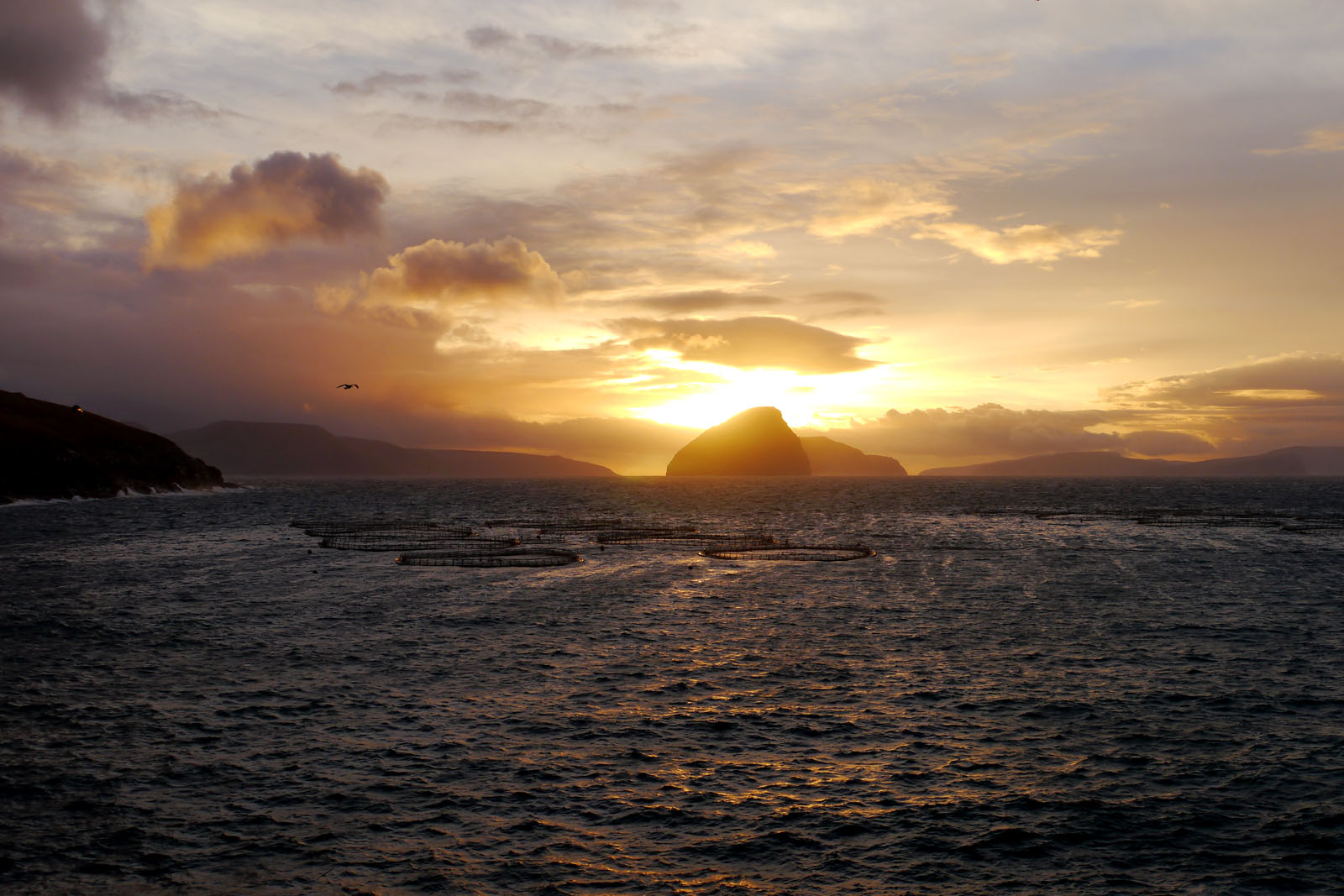 Sandavagur-Vagar-Sonnenaufgang-Meer-Koltur-Faroer Inseln