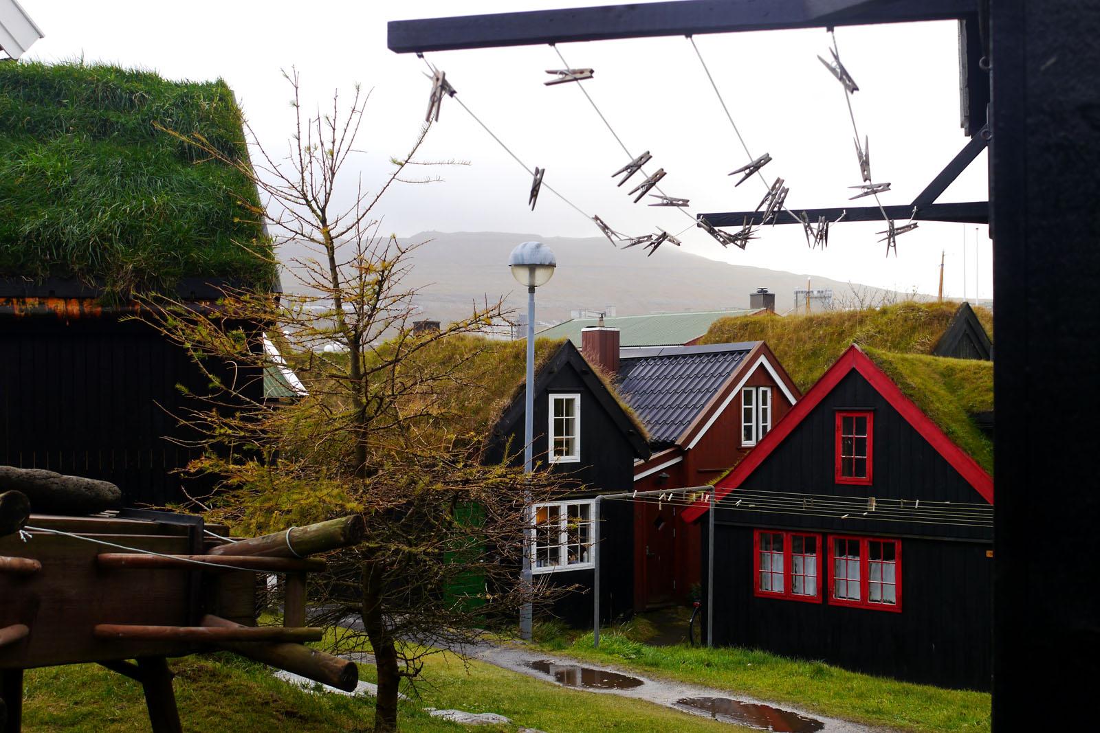 Torshavn-Faroer Inseln-Altstadt-Holzhaus-Grasdach