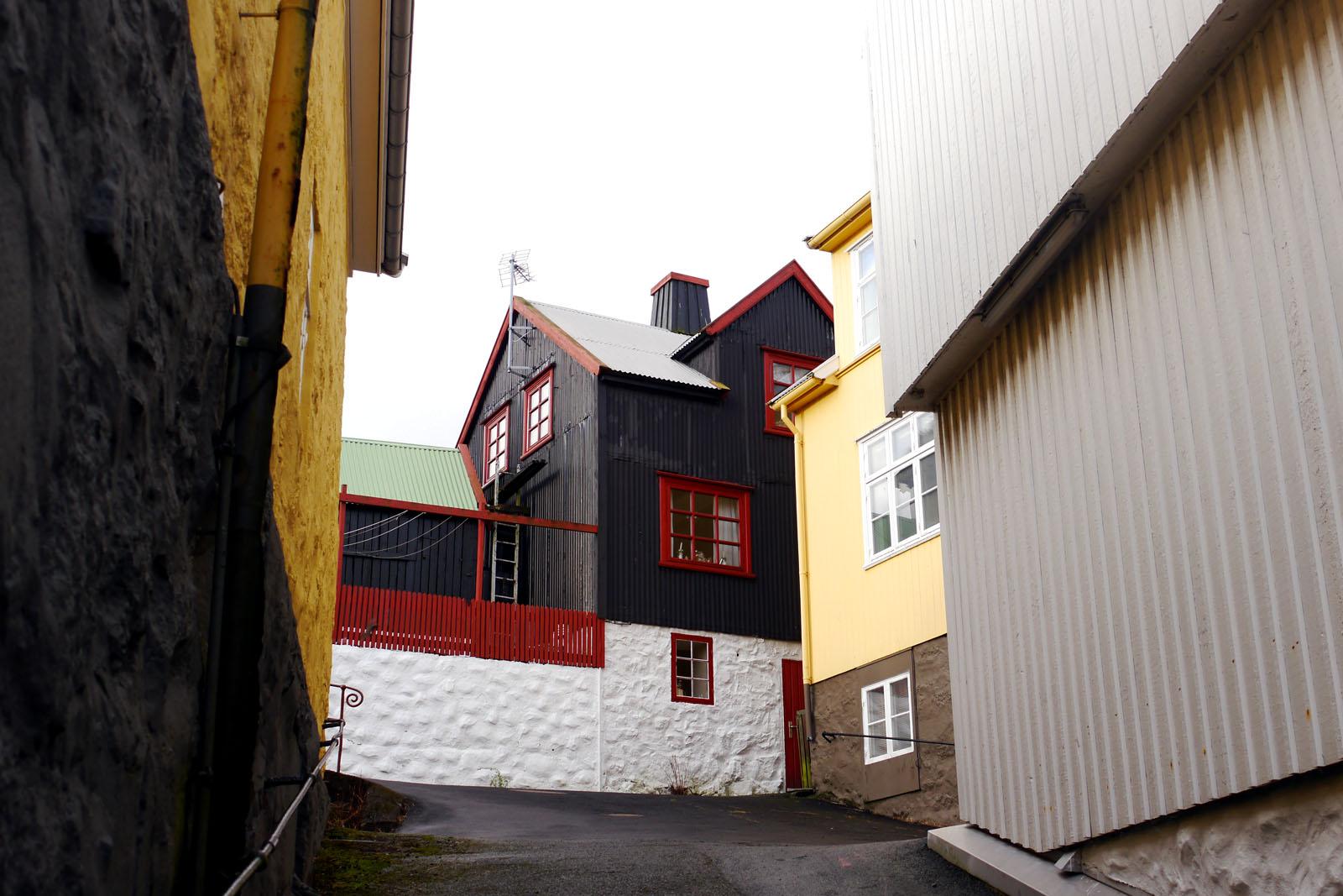 Torshavn-Faroer Inseln-Altstadt-bunte Hauser