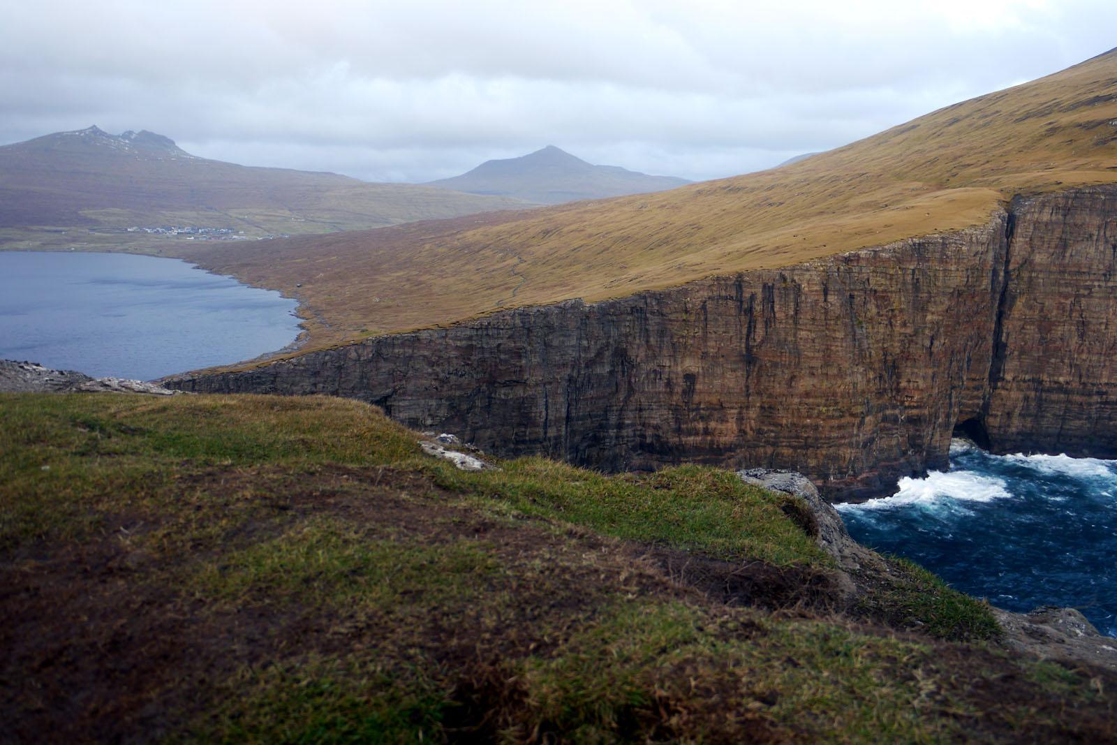 Vagar-Faroer Inseln-Leitisvatn-Sorvagsvatn-Wanderung-Klippe-Atlantik-2
