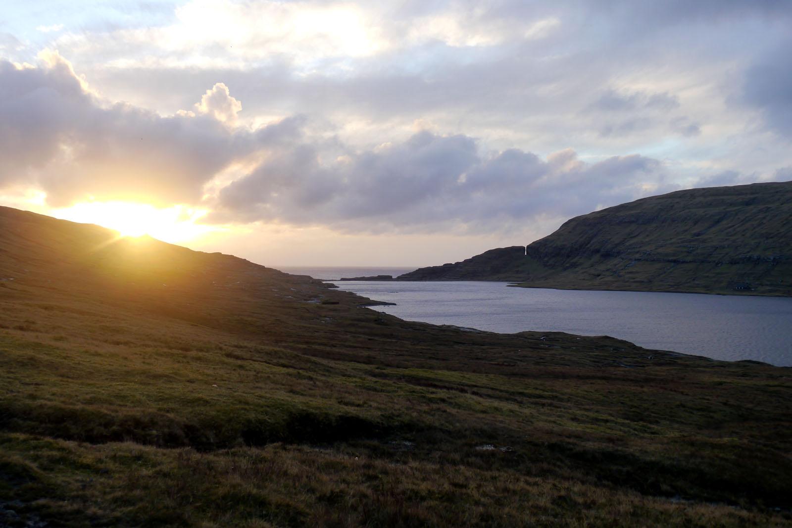 Vagar-Faroer Inseln-Leitisvatn-Sorvagsvatn-Wanderung-See-Atlantik-2