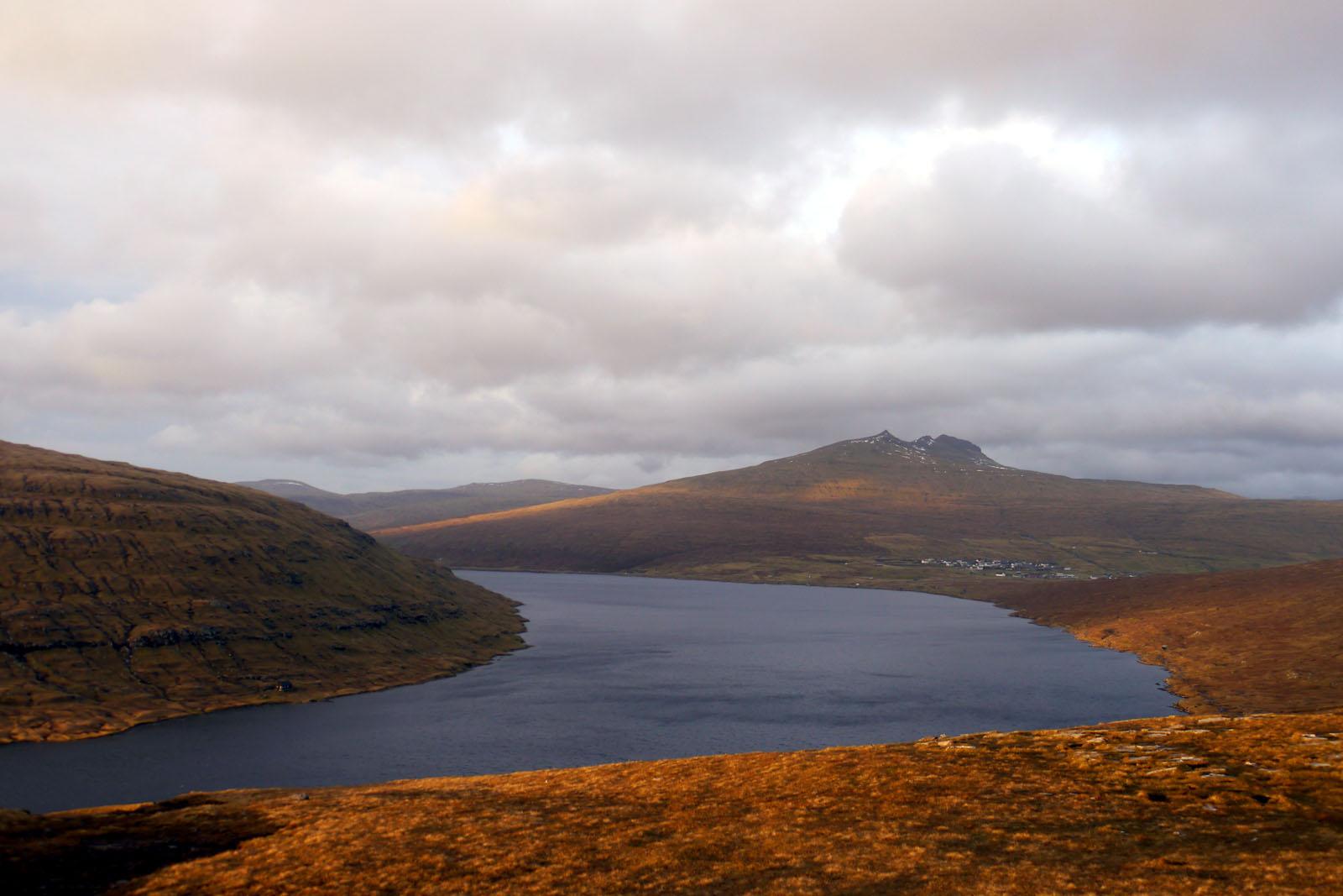 Vagar-Faroer Inseln-Leitisvatn-Sorvagsvatn-Wanderung-See-Atlantik
