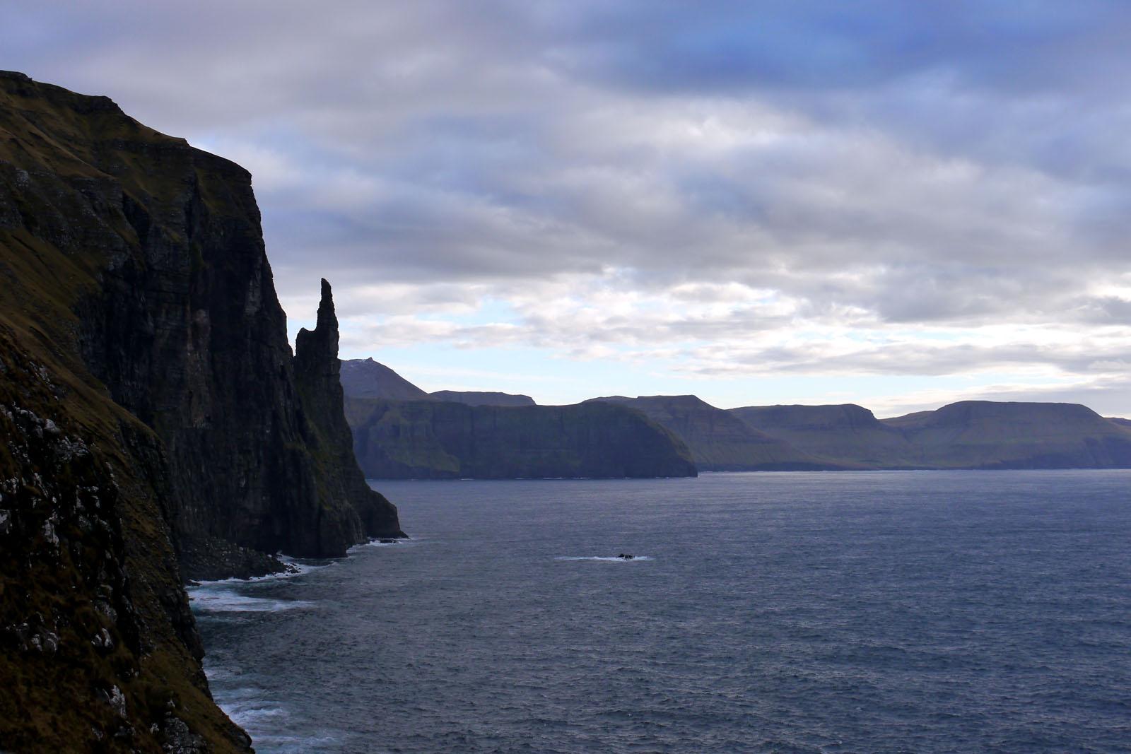 Vagar-Faroer Inseln- Trollkonifingur-Klippen-Atlantik-Wandern