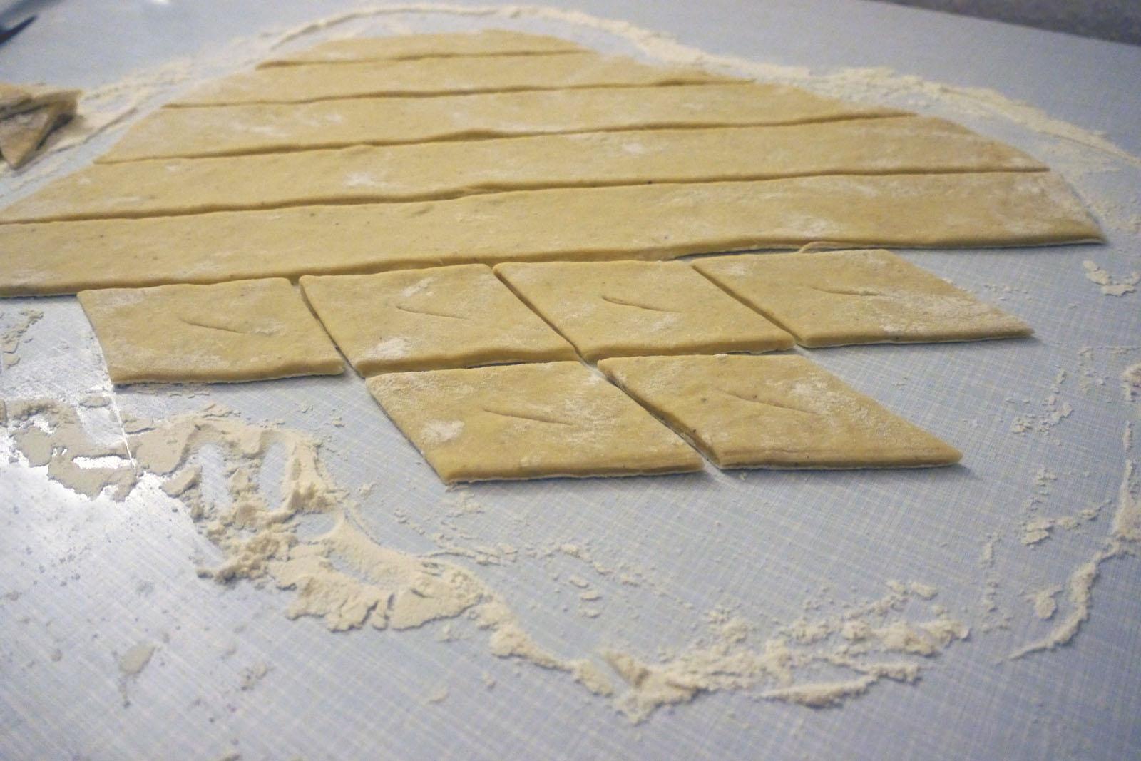 Isländische Kleinur in Form schneiden.